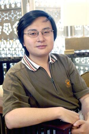 男,29岁,1998年从上海戏剧学院戏剧文学系毕业,进入上海东方电视台