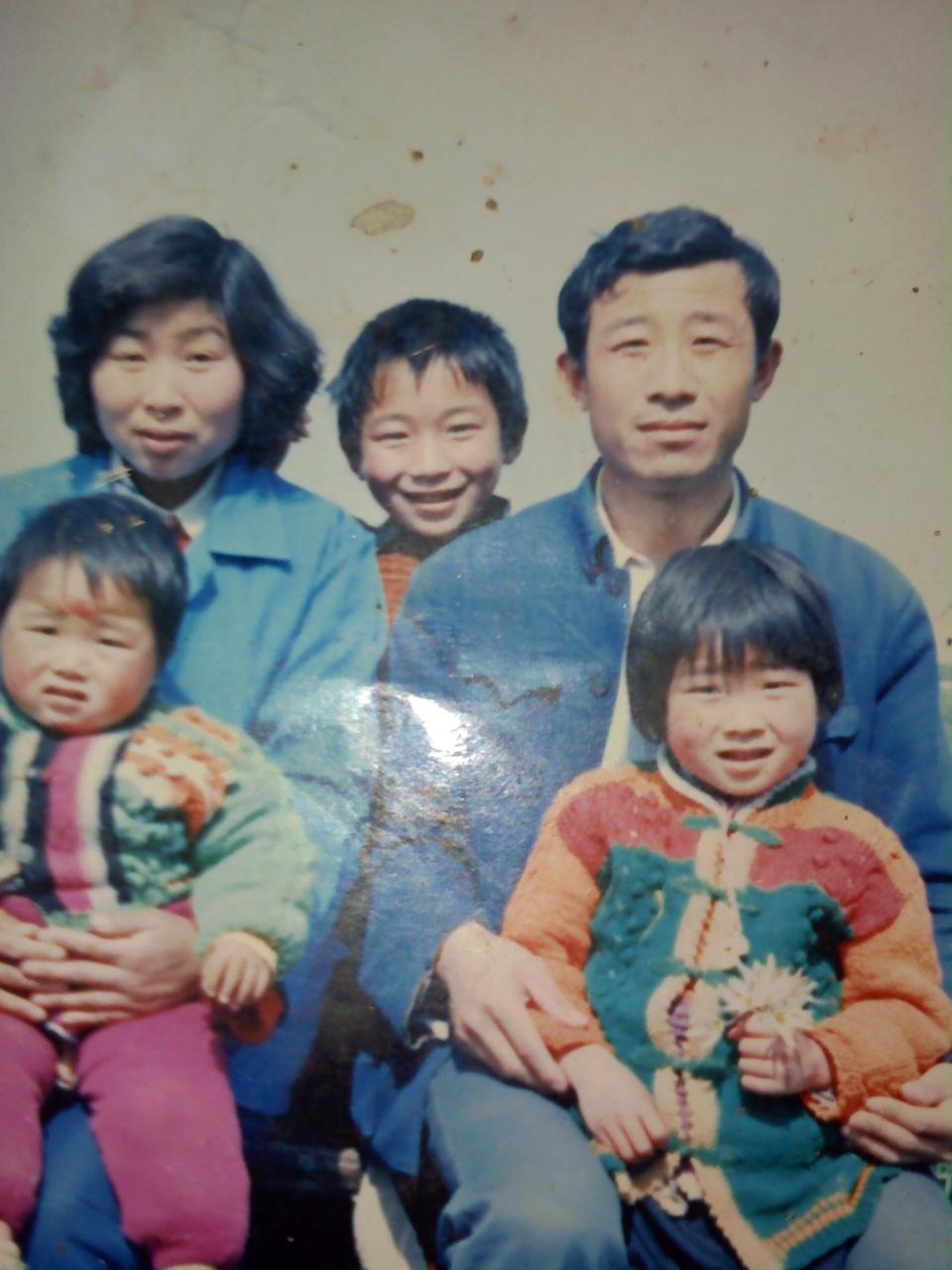 阎吉英的全家福_全家福照片欣赏-19全家福 刘德华朱丽倩全家福图片