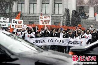 Overseas Chinese students hold banners and flags protesting the western media bias against China in reports on the recent Tibet riots in Vancouver. According to a report from Global Times, overseas Chinese have protested peacefully in Toronto, Vancouver, Calgary and Montreal in Canada, Munich and Brunswick in Germany, Auckland in New Zealand and Stockholm until April 2. [huanqiu.com]
