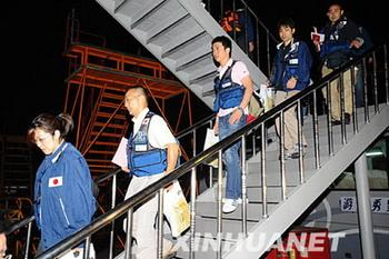 A Japanese medical team arrived in China's quake-ravaged Sichuan Province Tuesday evening to help with the rescue and relief efforts in the province. (Xinhua Photo)