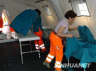 OnarrivalonFridaymorning,the25-strongItalianmedicalteamsetupamobilehospitaloffivetents.