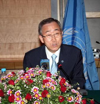 VisitingSecretary-GeneraloftheUnitedNationsBanKi-moonspeaksduringapressconferenceinYangon,Myanmar,May23,2008.Myanmar'sSeniorGeneralThanShweagreedonFridaytoletin