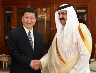 Chinese Vice President Xi Jinping (L) meets with Qatari head of state Emir Sheikh Hamad Bin Khalifa Al-Thani in Doha, Qatar, June 23, 2008. Xi arrived at Doha on Monday for an official visit to Qatar.(Xinhua Photo)
