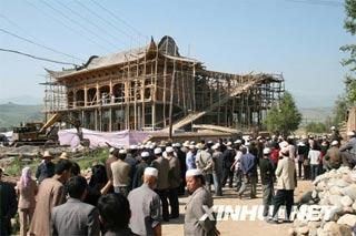 The mosque was under construction in Taer Town of Datong Hui and Tu Autonomous County.