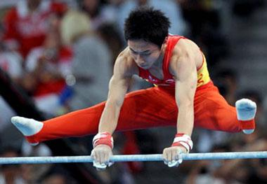 China's Zou Kai competes during men's horizontal bar final of Beijing 2008 Olympic Games at National Indoor Stadium in Beijing, China, Aug. 19, 2008. Zou Kai claimed the title of the event with a score of 16.200. (Xinhua Photo)