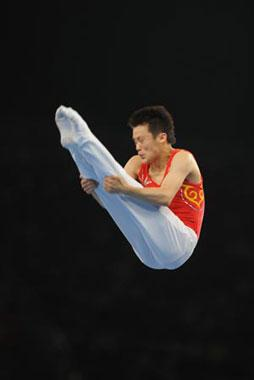 China's Lu Chunlong competes during trampoline men's final of Beijing 2008 Olympic Games at National Indoor Stadium in Beijing, China, Aug. 19, 2008. Lu claimed the title of the event with a score of 41.00. (Xinhua Photo)