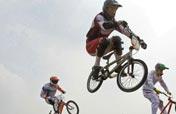 Big names advance in BMX