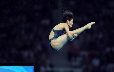 Chen Ruolin of China dives during women's 10m platform final of the Beijing 2008 Olympic Games at National Aquatics Center in Beijing, China, August 21, 2008. Chen Ruolin won the gold medal of the event.(Xinhua Photo)