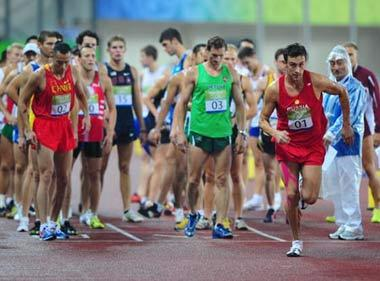 Andrey Moiseev (#1) of Russia sets off during the men's running 3000m match of the Beijing 2008 Olympic Games modern pentathlon event in Beijing, China, Aug. 21, 2008. Andrey Moiseev won the gold medal of the event.(Xinhua Photo)