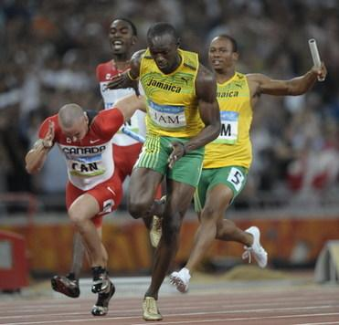 Jamaica's Usain Bolt (front) starts to run as teammate Michael Frater (back-R) arrives with the baton during the men's 4?00m relay final at the