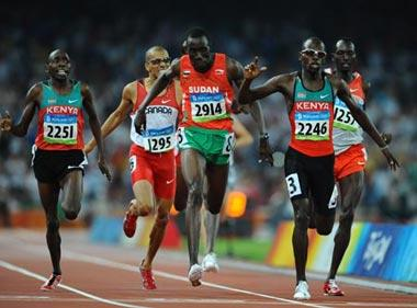 Wilfred Bungei(2246)of Kenya crosses the finish line during the men's 800m final at the National Stadium, also known as the Bird's Nest, during Beijing 2008 Olympic Games in Beijing, China, Aug. 23, 2008. Wilfred Bungei won the title with 1:44.65. (Xinhua Photo)