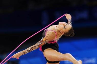 Evgeniya Kanaeva of Russia competes during the individual all-round final at the Beijing 2008 Olympic Games rhythmic gymnastics event in Beijing, China, Aug. 23, 2008. Evgeniya Kanaeva won the gold medal of the event. (Xinhua/Cheng Min)