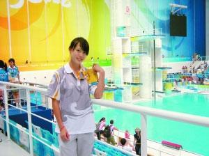 ZhouLina,17yearsold,becomestheyoungestrefereeintheBeijingOlympicswhensheofficiatedinthemodernpentathlonevent.[Photo:Xinhua]