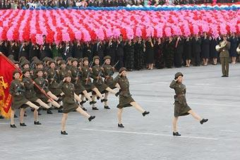 Militia women march across the Kim Il Sung Square in Pyongyang, capital of the Democratic People's Republic of Korea (DPRK), Sept. 9, 2008. The Democratic People's Republic of Korea (DPRK) staged a military parade on Tuesday, marking the 60th anniversary of the founding of the nation.(Xinhua/Zhang Binyang)