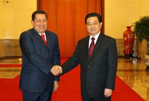Chinese President Hu Jintao(R) meets with visiting Venezuelan President Hugo Chavez at the Great Hall of the People in Beijing, capital of China, on Sept. 24, 2008.(Xinhua/Liu Weibing)