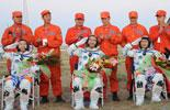 Taikonauts get out of Shenzhou-7 re-entry module
