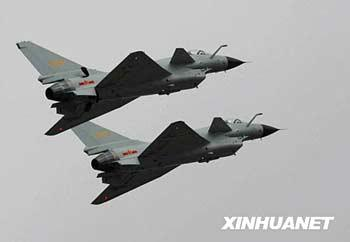 The dazzling debut of Chinese-made fighter jets started the second day's aerial display at the Zhuhai air show.