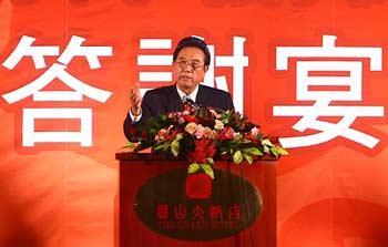 ChenYunlin,chiefofmainland'sAssociationforRelationsAcrosstheTaiwanStraits(ARATS),deliversaspeechatareturnbanquetinTaipeionNov.6,2008.(XinhuaPhoto)