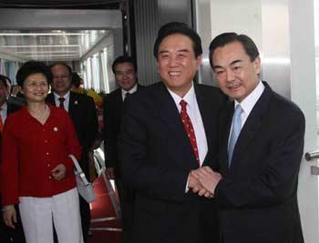 President of the mainland's Association for Relations Across the Taiwan Straits (ARATS) Chen Yunlin returned to Beijing, China, on Nov. 7, 2008, after completed a five-day historic visit to Taiwan. Wang Yi, director of both the Taiwan Work Office of the Communist Party of China Central Committee and the Taiwan Affairs Office of the State Council received him at the Beijing Capital International Airport at 13:50 local time.(Xinhua Photo)