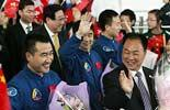 Shenzhou 7 crew starts visit to Hong Kong and Macao