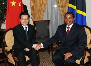 VisitingChinesePresidentHuJintao(L)meetswithhisTanzaniancounterpartJakayaMrishoKikweteinDaresSalaam,Tanzania,Feb.15,2009.