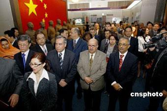ForeigndiplomatsinBeijinghavevisitedanexhibitionondemocraticreforminTibet,andtheregion'sfastdevelopmentoverthelast50years.
