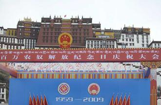Photo taken at 8:00 a.m. on March 28, 2009 shows the scene of celebration ceremony to mark the first Serfs Emancipation Day in front of Potala Palace in Lhasa, capital of southwest China's Tibet Autonomous Region. A grand celebration ceremony will be held here at 10:00 a.m. local time Saturday to mark the first Serfs Emancipation Day.(Xinhua/Purbu Zhaxi)