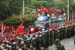 Protestors confront with military police at the Royal Cliff Beach Hotel, venue of the ASEAN plus summits, in Pattaya, Thailand, on April 10, 2009. The red-shirted anti-government protestors left nearby areas of the hotel on Friday evening. (Xinhua Photo)