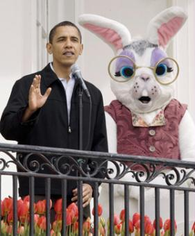 U.S. President Barack Obama speaks on the balcony of the White House before the start of the 2009 Easter Egg Roll on the South Lawn in Washington, April 13, 2009.(Xinhua/Reuters Photos)