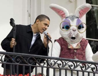 U.S. President Barack Obama speaks on the balcony of the White House before the start of the 2009 Easter Egg Roll on the South Lawn in Washington, April 13, 2009. (Xinhua/Reuters Photos)