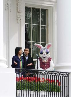 U.S. President Barack Obama and first lady Michelle Obama host the Easter Egg Roll opening ceremony at the White House on April 13, 2009.(Xinhua/Chen Fei)