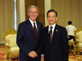 China's Premier Wen Jiabao (R) meets with former U.S. President George W. Bush, in Boao, south China's Hainan Province, April 18, 2009. Bush arrived here to attend the Boao Forum for Asia (BFA) Annual Conference 2009 held from April 17 to 19. (Xinhua/Huang Jingwen)