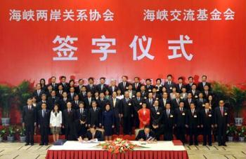 The mainland-based Association for Relations Across the Taiwan Straits (ARATS) President Chen Yunlin (R, Front) and the Taiwan-based Straits Exchange Foundation (SEF) Chairman Chiang Pin-kung (L, Front) sign agreements at a signing ceremony in Nanjing, east China's Jiangsu Province, on April 26, 2009. The Chinese mainland and Taiwan signed here on Sunday afternoon agreements on launching regular flights across the Taiwan Straits, enhancing financial cooperation, and jointly cracking down on crimes and offering mutual judicial assistance.(Xinhua/Sun Can)