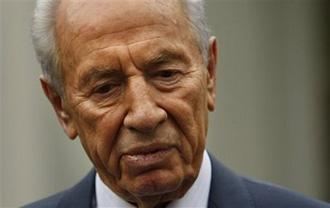 Israeli President Shimon Peres talks reporters outside the West Wing of the White House after meeting with President Barack Obama in Washington, Tuesday, May 5, 2009. (AP Photo/Gerald Herbert)