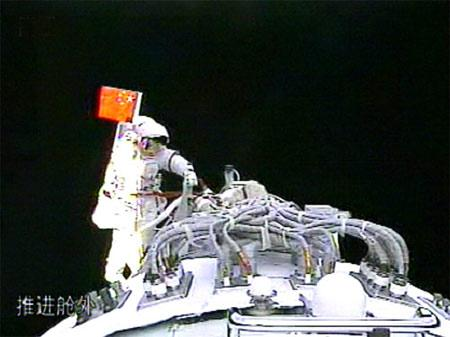 "China's first spacewalker Zhai Zhigang ""walked"" a total length of 9,165 kilometers in space during the country's maiden extra-vehicular activity which lasted about 20 minutes Saturday afternoon, according to experts' calculation."