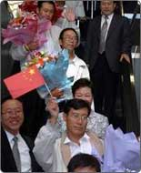 7 kidnapped Chinese workers flied back home
