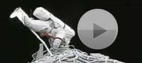 Video: Astronaut performs EVA