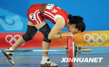 A defending champion, 25-year-old Turk Nurcan Taylan, failed in three attempts in the snatch in the first day's event of the women's 48kg category. Before leaving the stage she bowed to kiss the barbell showing her love the games, to the Olympics, no matter she could win or not.