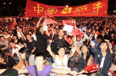 Chinese people celebrate successful closing of Beijing Olypmic Games