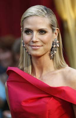 Model Heidi Klum arrives at the 81st Academy Awards in Hollywood, California Feb. 22, 2009.(Xinhua/Reuters Photo)
