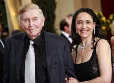 Viacom Chief Executive Sumner Redstone and his wife Paula arrive at the 81st Academy Awards in Hollywood, California Feb. 22, 2009. (Xinhua/Reuters Photo)