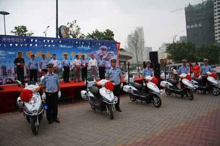 哈尔滨市交警配备淮海电动车巡逻