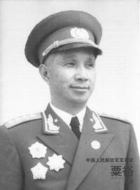 华东野战军代司令员代政委粟裕