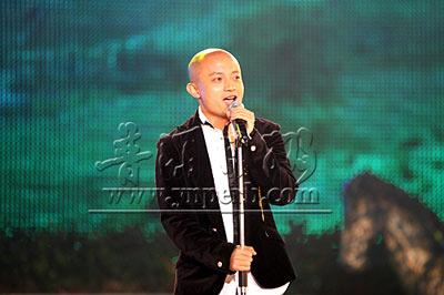 熊汝霖演唱《倾国倾城主题曲》