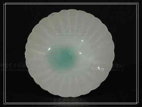 影青瓷菊瓣口小碗