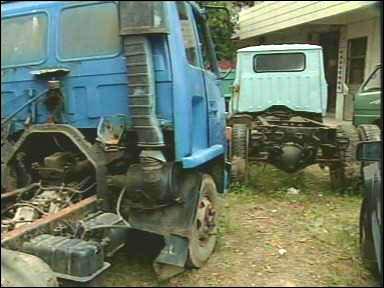 查处取缔报废汽车非法回收拆解窝点203户,其中像刚才所看到的这样有