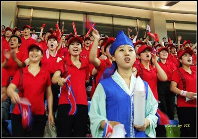 兰云宇作品:朝鲜女足啦啦队