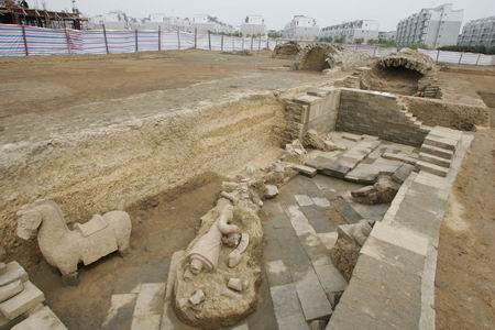 皇室所使用的龙图腾花纹边砖为何会成为修建墓室券拱的材料?