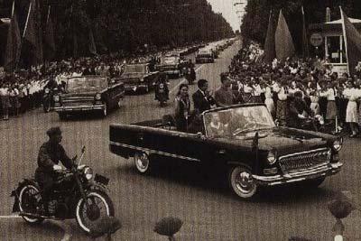 第一批驶下生产线的解放牌汽车叫ca10型,这是一款以苏联吉斯150为