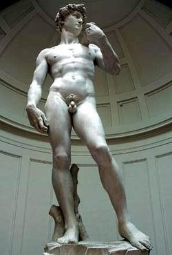 厅广场上的大卫雕像